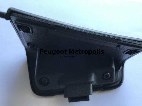 Peugeot Metropolis 400 Serviceklappe 12V Steckdose